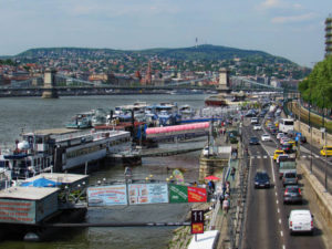 Ueber dem Donau-Ufer in Pest